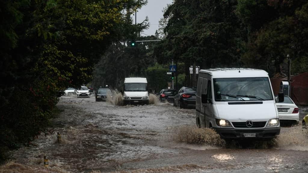Βροχοπτώσεις στην Κ. Μακεδονία – Επί ποδός μηχανήματα της πολιτικής προστασίας