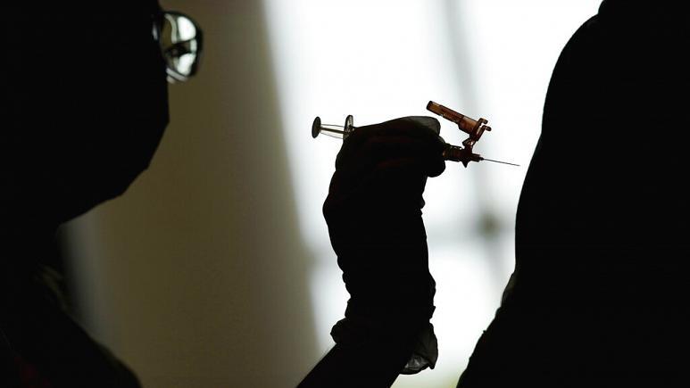 Covid 19: Πόσο μειώνεται η ανοσία μετά τον εμβολιασμό; Οι επιστήμονες απαντούν