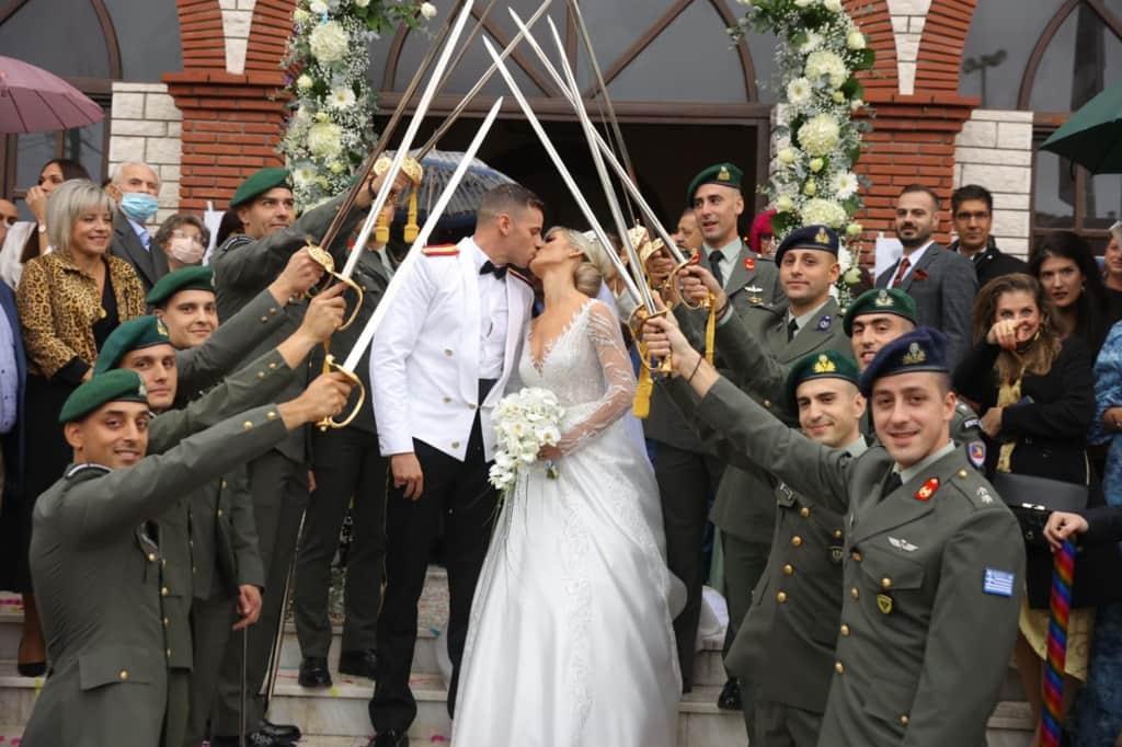 Στρατιωτικός γάμος με χρυσές και μπλε αποχρώσεις στην Καρίτσα Πιερίας