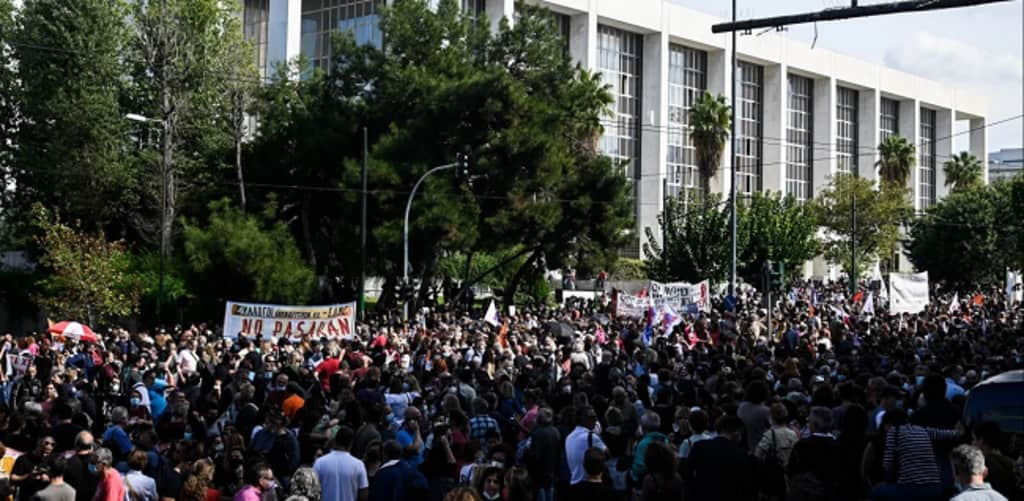 Χιλιάδες εκπαιδευτικοί στους δρόμους – Η ρωγμή άνοιξε! Οι λογαριασμοί θα πληρωθούν